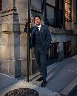 Dunkelblauen und grünen Anzug mit Schottenmuster kombinieren – 80 Herren Outfits: Paaren Sie einen dunkelblauen und grünen Anzug mit Schottenmuster mit einem weißen Businesshemd für einen stilvollen, eleganten Look. Fühlen Sie sich ideenreich? Komplettieren Sie Ihr Outfit mit schwarzen Chelsea Boots aus Leder.