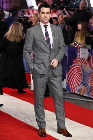 Wie kombinieren: grauer Wollanzug mit Schottenmuster, weißes Businesshemd, braune Chelsea-Stiefel aus Leder, weiße und rote und dunkelblaue horizontal gestreifte Krawatte