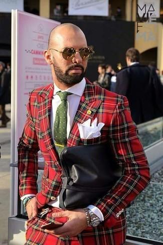 Wie kombinieren: roter Anzug mit Schottenmuster, weißes Businesshemd, schwarze Leder Clutch Handtasche, olivgrüne bedruckte Krawatte