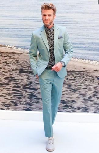 Schwarzes bedrucktes Businesshemd kombinieren: Entscheiden Sie sich für ein schwarzes bedrucktes Businesshemd und einen mintgrünen Anzug für eine klassischen und verfeinerte Silhouette. Graue Leder Derby Schuhe sind eine ideale Wahl, um dieses Outfit zu vervollständigen.