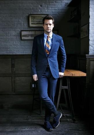 Wie kombinieren: dunkelblauer Anzug, hellblaues Businesshemd, dunkelblaue Leder Derby Schuhe, dunkelblaue horizontal gestreifte Krawatte