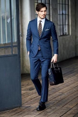 Dunkelblaue Segeltuch Aktentasche kombinieren: trends 2020: Vereinigen Sie einen dunkelblauen Anzug mit einer dunkelblauen Segeltuch Aktentasche, um mühelos alles zu meistern, was auch immer der Tag bringen mag. Schwarze Leder Derby Schuhe putzen umgehend selbst den bequemsten Look heraus.