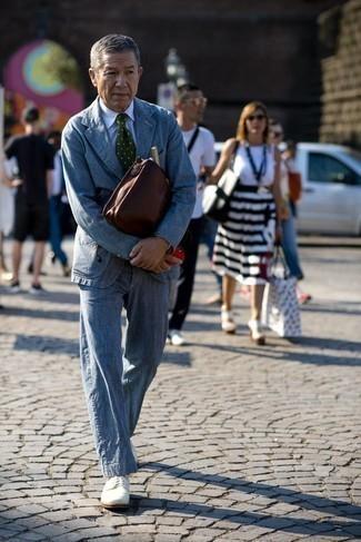 Blauen Anzug kombinieren – 1200+ Herren Outfits: Kombinieren Sie einen blauen Anzug mit einem weißen Businesshemd mit Karomuster, um vor Klasse und Perfektion zu strotzen. Weiße Wildleder Derby Schuhe sind eine perfekte Wahl, um dieses Outfit zu vervollständigen.