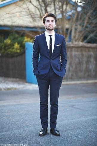 Erwägen Sie das Tragen von einem dunkelblauen Anzug und einem weißen Businesshemd für einen stilvollen, eleganten Look. Suchen Sie nach leichtem Schuhwerk? Entscheiden Sie sich für schwarzen doppelmonks aus leder für den Tag.