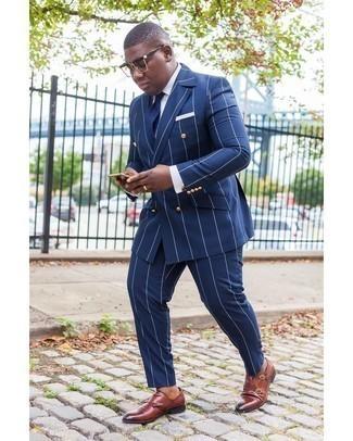 Braune Doppelmonks aus Leder kombinieren – 429 Herren Outfits: Kombinieren Sie einen dunkelblauen vertikal gestreiften Anzug mit einem weißen Businesshemd für eine klassischen und verfeinerte Silhouette. Braune Doppelmonks aus Leder sind eine gute Wahl, um dieses Outfit zu vervollständigen.
