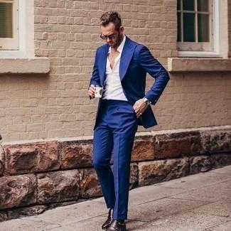 Dunkelblaue Socken kombinieren – 1154+ Herren Outfits: Kombinieren Sie einen blauen Anzug mit dunkelblauen Socken für einen bequemen Alltags-Look. Komplettieren Sie Ihr Outfit mit dunkelbraunen Doppelmonks aus Leder, um Ihr Modebewusstsein zu zeigen.
