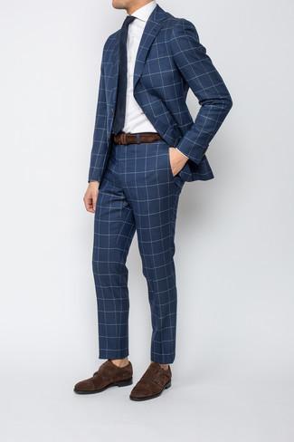 Dunkelbraune Doppelmonks aus Wildleder kombinieren – 188 Herren Outfits: Entscheiden Sie sich für einen dunkelblauen Anzug mit Karomuster und ein weißes Businesshemd für einen stilvollen, eleganten Look. Komplettieren Sie Ihr Outfit mit dunkelbraunen Doppelmonks aus Wildleder.