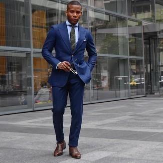 Hellblaues Businesshemd kombinieren – 500+ Herren Outfits: Kombinieren Sie ein hellblaues Businesshemd mit einem dunkelblauen Wollanzug für einen stilvollen, eleganten Look. Fühlen Sie sich mutig? Komplettieren Sie Ihr Outfit mit einer braunen Lederfreizeitstiefeln.