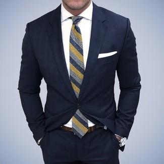 Dunkelblauer Anzug, Weißes Businesshemd, Dunkelblaue vertikal gestreifte Krawatte, Weißes Einstecktuch für Herren