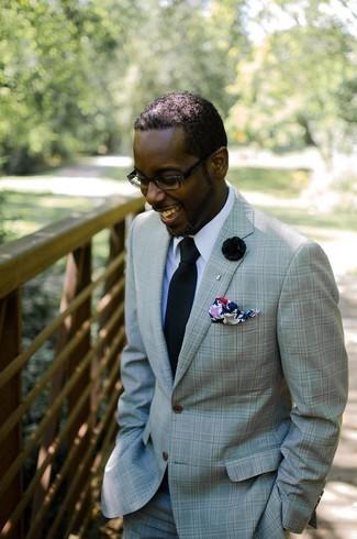 Wie kombinieren: mintgrüner Anzug, weißes Businesshemd, schwarze Krawatte, mehrfarbiges bedrucktes Einstecktuch