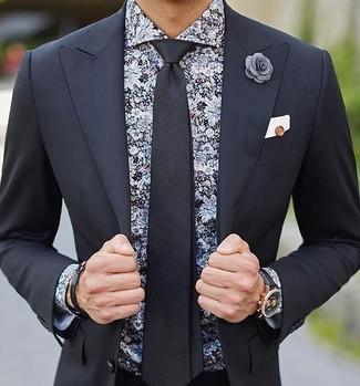 Wie kombinieren: schwarzer Anzug, schwarzes Businesshemd mit Blumenmuster, schwarze Krawatte, weißes Einstecktuch
