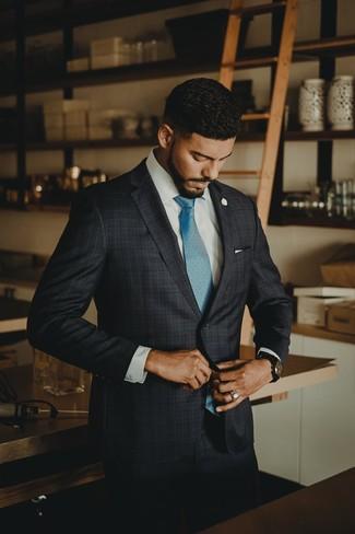 Wie kombinieren: dunkelgrauer Anzug mit Schottenmuster, weißes Businesshemd, türkise Krawatte, weißes Einstecktuch