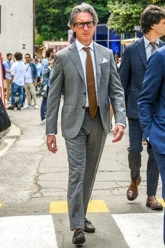 Mokassins kombinieren – 276 Herren Outfits: Kombinieren Sie einen grauen Anzug mit Schottenmuster mit einem weißen Businesshemd, um vor Klasse und Perfektion zu strotzen. Wenn Sie nicht durch und durch formal auftreten möchten, wählen Sie Mokassins.