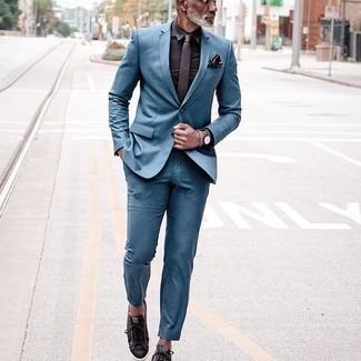 Silbernes Armband kombinieren – 1200+ Herren Outfits: Entscheiden Sie sich für einen blauen Anzug und ein silbernes Armband für ein sonntägliches Mittagessen mit Freunden. Dunkelbraune Segeltuch niedrige Sneakers fügen sich nahtlos in einer Vielzahl von Outfits ein.
