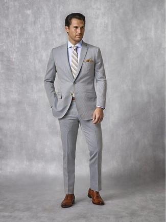 Wie kombinieren: grauer Anzug aus Seersucker, hellblaues Businesshemd, braune Leder Oxford Schuhe, graue horizontal gestreifte Krawatte