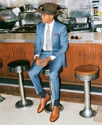 Braunen Wollhut kombinieren: trends 2020: Erwägen Sie das Tragen von einem blauen Anzug und einem braunen Wollhut, um mühelos alles zu meistern, was auch immer der Tag bringen mag. Rotbraune Leder Oxford Schuhe bringen Eleganz zu einem ansonsten schlichten Look.