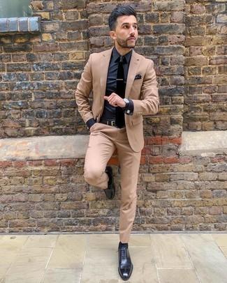 Dunkelblaues Businesshemd kombinieren – 660+ Herren Outfits: Kombinieren Sie ein dunkelblaues Businesshemd mit einem beige Anzug für eine klassischen und verfeinerte Silhouette. Dunkelblaue Leder Oxford Schuhe sind eine großartige Wahl, um dieses Outfit zu vervollständigen.