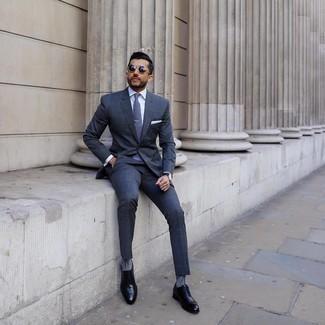 Schwarze Leder Oxford Schuhe kombinieren – 500+ Herren Outfits: Machen Sie sich mit einem dunkelblauen Anzug mit Karomuster und einem weißen Businesshemd einen verfeinerten, eleganten Stil zu Nutze. Schwarze Leder Oxford Schuhe sind eine kluge Wahl, um dieses Outfit zu vervollständigen.