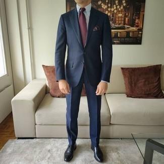 Schwarze Leder Oxford Schuhe kombinieren – 500+ Herren Outfits: Kombinieren Sie einen dunkelblauen Anzug mit einem weißen Businesshemd für einen stilvollen, eleganten Look. Schwarze Leder Oxford Schuhe sind eine perfekte Wahl, um dieses Outfit zu vervollständigen.