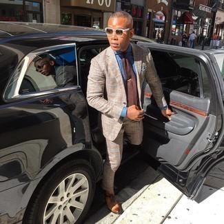 Braune Strick Krawatte kombinieren – 77 Herren Outfits: Paaren Sie einen beige Anzug mit Schottenmuster mit einer braunen Strick Krawatte für eine klassischen und verfeinerte Silhouette. Rotbraune Leder Oxford Schuhe sind eine ideale Wahl, um dieses Outfit zu vervollständigen.