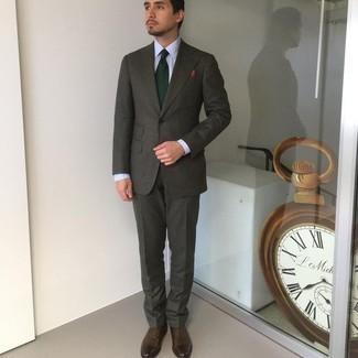 Weißes Businesshemd kombinieren – 500+ Herren Outfits: Erwägen Sie das Tragen von einem weißen Businesshemd und einem dunkelgrünen Wollanzug, um vor Klasse und Perfektion zu strotzen. Ergänzen Sie Ihr Look mit dunkelbraunen Leder Oxford Schuhen.