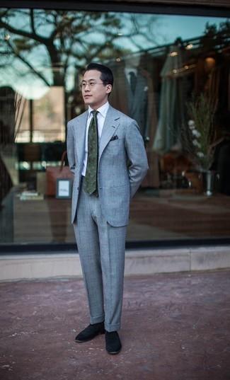 Weißes Businesshemd kombinieren – 500+ Herren Outfits: Kombinieren Sie ein weißes Businesshemd mit einem hellblauen Anzug, um vor Klasse und Perfektion zu strotzen. Schwarze Wildleder Slipper verleihen einem klassischen Look eine neue Dimension.
