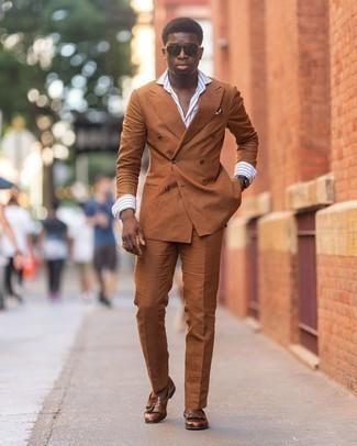 Rotbraunen Anzug kombinieren – 457 Herren Outfits: Kombinieren Sie einen rotbraunen Anzug mit einem weißen und blauen vertikal gestreiften Businesshemd für eine klassischen und verfeinerte Silhouette. Ergänzen Sie Ihr Look mit braunen Leder Slippern mit Fransen.
