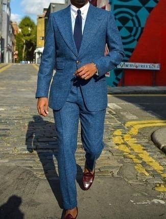 Blauen Anzug kombinieren – 1200+ Herren Outfits: Paaren Sie einen blauen Anzug mit einem hellblauen Businesshemd, um vor Klasse und Perfektion zu strotzen. Wenn Sie nicht durch und durch formal auftreten möchten, entscheiden Sie sich für dunkelbraunen Leder Slipper mit Fransen.