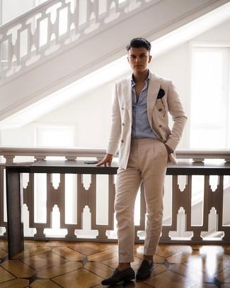 Hellblaues Businesshemd kombinieren – 500+ Herren Outfits: Vereinigen Sie ein hellblaues Businesshemd mit einem hellbeige Anzug, um vor Klasse und Perfektion zu strotzen. Suchen Sie nach leichtem Schuhwerk? Ergänzen Sie Ihr Outfit mit dunkelbraunen geflochtenen Leder Slippern für den Tag.