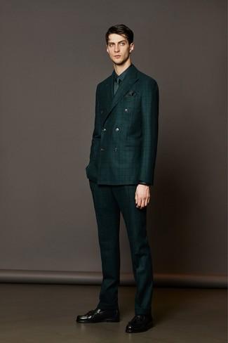 dunkelgrüner Anzug mit Karomuster, dunkelgrünes Businesshemd, schwarze Leder Slipper mit Quasten, dunkelgrüne Krawatte für Herren
