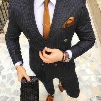 Schwarzen Schal kombinieren: trends 2020: Paaren Sie einen schwarzen vertikal gestreiften Anzug mit einem schwarzen Schal für ein sonntägliches Mittagessen mit Freunden. Ergänzen Sie Ihr Outfit mit rotbraunen Leder Slippern mit Quasten, um Ihr Modebewusstsein zu zeigen.