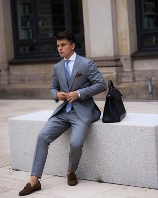 Weißes Businesshemd kombinieren – 500+ Herren Outfits: Entscheiden Sie sich für ein weißes Businesshemd und einen grauen Anzug für einen stilvollen, eleganten Look. Dunkelbraune Wildleder Slipper mit Quasten leihen Originalität zu einem klassischen Look.