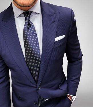 Dunkelblauer vertikal gestreifter Anzug, Weißes vertikal gestreiftes Businesshemd, Dunkelblaue gepunktete Krawatte, Weißes Einstecktuch für Herren
