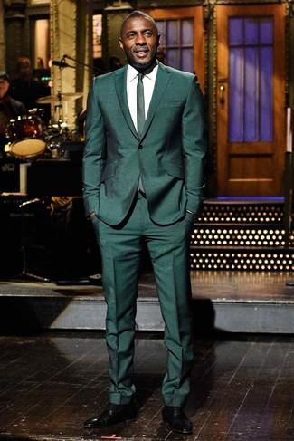Dunkelgrüne Krawatte kombinieren: Entscheiden Sie sich für einen klassischen Stil in einem dunkelgrünen Anzug und einer dunkelgrünen Krawatte. Schwarze Leder Oxford Schuhe liefern einen wunderschönen Kontrast zu dem Rest des Looks.