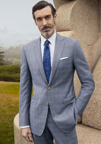 Wie kombinieren: grauer Anzug mit Schottenmuster, weißes Businesshemd, blaue Krawatte mit Paisley-Muster, weißes Einstecktuch