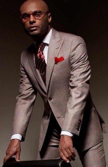 grauer anzug wei es businesshemd rote krawatte mit argyle muster rotes einstecktuch f r. Black Bedroom Furniture Sets. Home Design Ideas