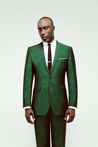 Dermot O'Leary trägt Grüner Anzug, Weißes Businesshemd, Dunkelbraune Strick Krawatte, Weißes Einstecktuch
