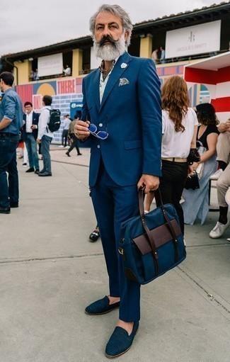 60 Jährige: Business Schuhe kombinieren – 542+ Herren Outfits: Kombinieren Sie einen dunkelblauen Anzug mit einem weißen bedruckten Kurzarmhemd, wenn Sie einen gepflegten und stylischen Look wollen. Fügen Sie Business Schuhe für ein unmittelbares Style-Upgrade zu Ihrem Look hinzu.