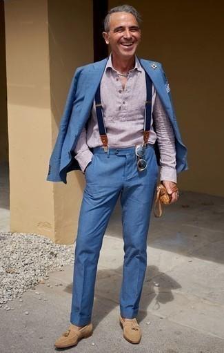 Hosenträger kombinieren – 355 Herren Outfits: Kombinieren Sie einen blauen Anzug mit einem Hosenträger, um einen lockeren, aber dennoch stylischen Look zu erhalten. Fühlen Sie sich ideenreich? Vervollständigen Sie Ihr Outfit mit beige Wildleder Slippern mit Quasten.