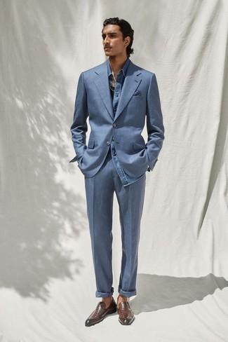 Blauen Anzug kombinieren – 1200+ Herren Outfits: Geben Sie den bestmöglichen Look ab in einem blauen Anzug und einem blauen Chambray Langarmhemd. Dieses Outfit passt hervorragend zusammen mit dunkelbraunen Leder Slippern.