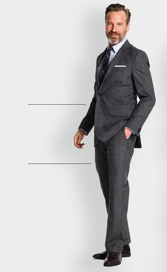 Wie kombinieren: dunkelgrauer Anzug mit Schottenmuster, dunkelblaues vertikal gestreiftes Sakko, hellblaues Businesshemd, dunkelbraune Leder Oxford Schuhe