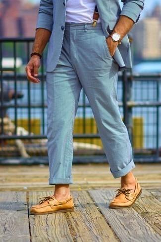 Dunkelbraunes Perlen Armband kombinieren – 500+ Herren Outfits: Kombinieren Sie einen hellblauen vertikal gestreiften Anzug mit einem dunkelbraunen Perlen Armband für einen bequemen Alltags-Look. Komplettieren Sie Ihr Outfit mit rotbraunen Leder Bootsschuhen.