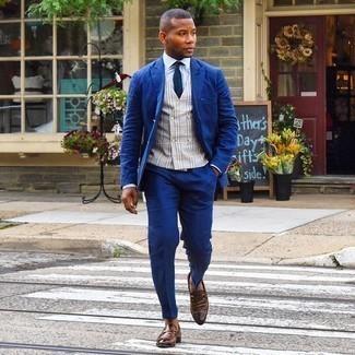 Braune Leder Slipper kombinieren – 500+ Herren Outfits: Erwägen Sie das Tragen von einem dunkelblauen Anzug und einer grauen Weste mit Schottenmuster, um vor Klasse und Perfektion zu strotzen. Suchen Sie nach leichtem Schuhwerk? Ergänzen Sie Ihr Outfit mit braunen Leder Slippern für den Tag.