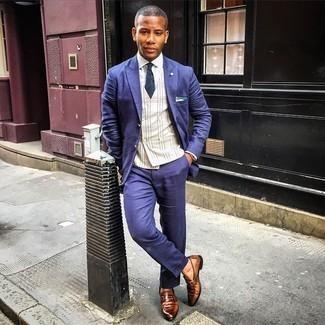 Braune Leder Slipper kombinieren – 500+ Herren Outfits: Geben Sie den bestmöglichen Look ab in einem dunkelblauen Anzug und einer hellbeige Weste mit Schottenmuster. Suchen Sie nach leichtem Schuhwerk? Wählen Sie braunen Leder Slipper für den Tag.