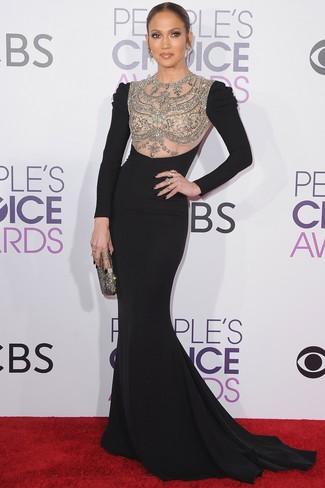 40 Jährige: Outfits Damen 2020: Entscheiden Sie sich für ein schwarzes verziertes Ballkleid für eine zeitlose und verfeinerte Silhouette.