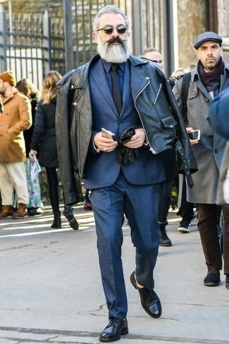Schwarze Krawatte kombinieren: trends 2020: Vereinigen Sie eine schwarze Bikerjacke mit einer schwarzen Krawatte für einen stilvollen, eleganten Look. Schwarze Leder Derby Schuhe sind eine einfache Möglichkeit, Ihren Look aufzuwerten.