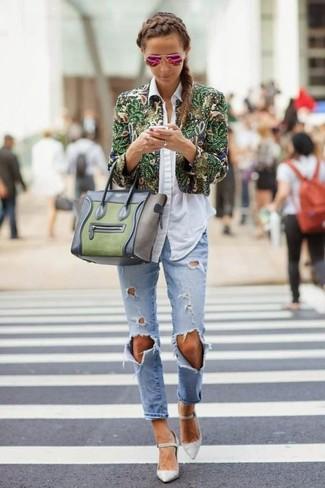 Olivgrüne Satchel-Tasche aus Leder kombinieren: Diese Paarung aus einer grünen Bikerjacke mit Blumenmuster und einer olivgrünen Satchel-Tasche aus Leder bietet die perfekte Balance zwischen einem Casual-Look und modischem Stil. Komplettieren Sie Ihr Outfit mit grauen Leder Pumps.