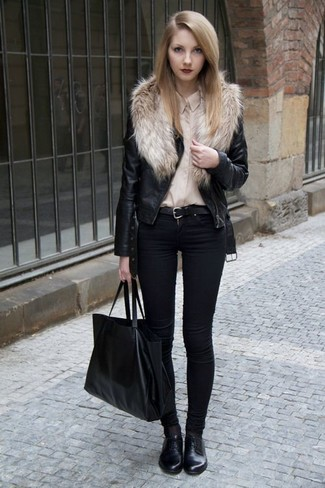 schwarzer Ledergürtel von Moschino