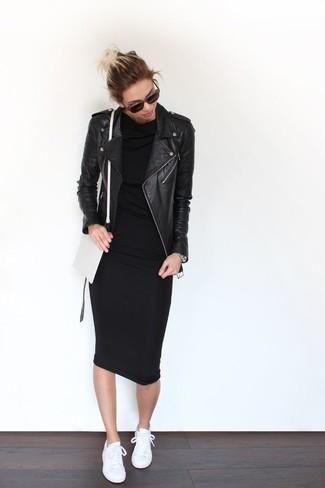 Arbeitsreiche Tage verlangen nach einem einfachen, aber dennoch stylischen Outfit, wie zum Beispiel eine schwarze Leder Bikerjacke und ein schwarzes figurbetontes Kleid. Fühlen Sie sich mutig? Ergänzen Sie Ihr Outfit mit weißen niedrigen Sneakers.