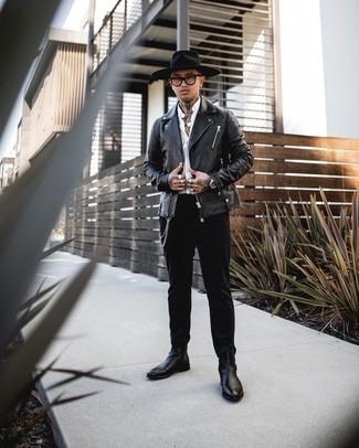 Transparente Sonnenbrille kombinieren – 500+ Herren Outfits kühl Wetter: Eine schwarze Leder Bikerjacke und eine transparente Sonnenbrille vermitteln eine sorglose und entspannte Atmosphäre. Fügen Sie schwarzen Chelsea Boots aus Leder für ein unmittelbares Style-Upgrade zu Ihrem Look hinzu.